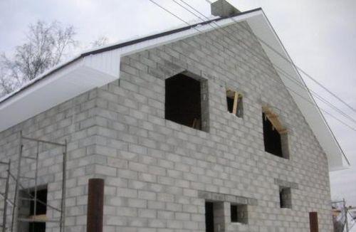 nebolshoj_dom_iz_penoblokov_06